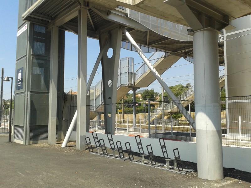 Appuis vélos de la gare d'Aubagne.